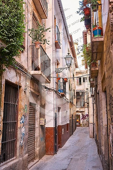 alleyalleywayandalusiaarchitectureback alleybackpackingbalconyrusticbuildingcityweathereddiscoverydoorwaysemptyeuropeeuropeanfindingrooftopsgranadagrillshistorichistoricalhomelampmediterraneannarrownobodyoldoutdoorpavedpavemetravel
