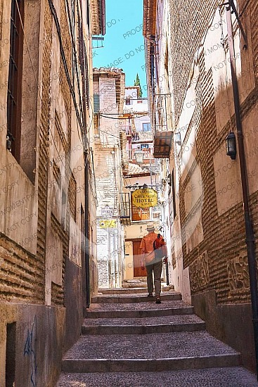 alleyalleywayandalusiaarchitectureback alleybackpackingbeautifulbehindbuildingcityclimbclimbingconcretediscoveryeuropeeuropeanexteriorfindingfollowfollowinghathistoricalhomelookingmanmiddle agednarrowoldoutdoorpower cablesroatravel