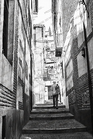 alleyalleywayandalusiaarchitectureback alleybackpackingbeautifulbehindblack and whitebuildingcityclimbclimbingconcretediscoveryeuropeeuropeanexteriorfollowfollowinghathistoricalhomelookingmanmiddle agednarrowoldoutdoorpower catravel