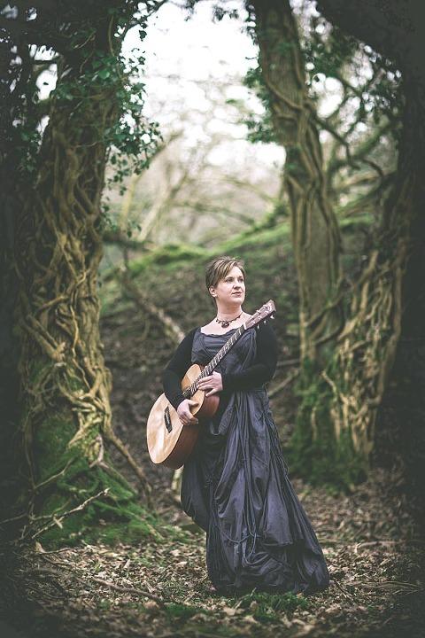 Ange Hardy folk singer